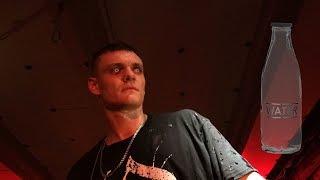 Обрызгала водой Тони Раута на концерте в Волгограде (BADPazific)