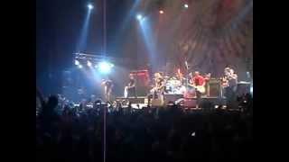 """Die Toten Hosen """"Donde las aguilas se atreven"""" con Attaque 77 Est. Malvinas Argentinas, 15/9/12"""