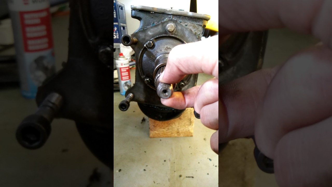 Type 9 gearbox, play in input shaft
