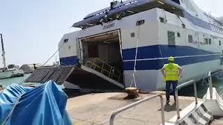 Migranti curdi sbarcano al porto di Termoli