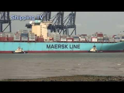 Estelle Maersk swings and berths at Felixstowe, 25 July 2014