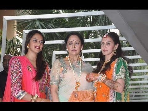 Esha Mehndi Ceremony : Esha deol s mehndi ceremony youtube
