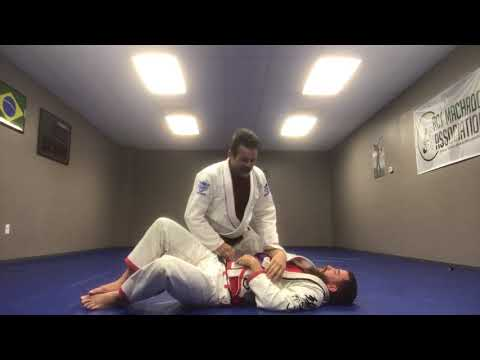 Jiu Jitsu Techniques - Double attack from the mount  and scape