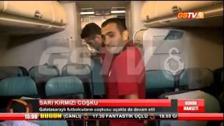 Galatasaraylı futbolcular uçakta halay çekti