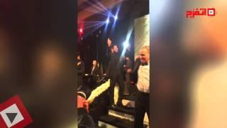 انفراد .. حماقي يغني والسبكي يرقص في فرح ابنه كريم  (فيديو)