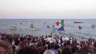 inizio della regata che accompagna la Vergine di Porto Salvo attraverso le onde dello Ionio