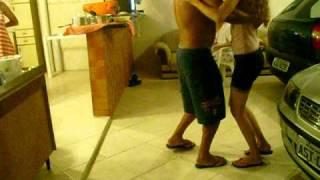 meninas aprendendo á dançar musica gaúcha