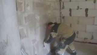 видео Штукатурка стен из газобетона: технология внутренних работ своими руками