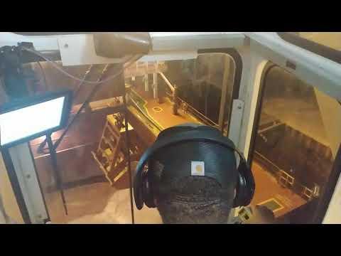 UNLOADING a salt ship with MacGregor Electric Ship Deck Crane