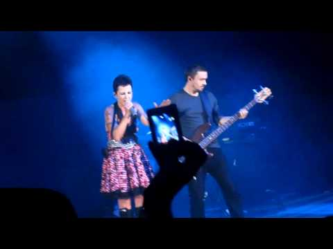 The Cranberries - Desperate Andy (21.05.2010, Luzhniki Sports Palace, Moscow, Russia)