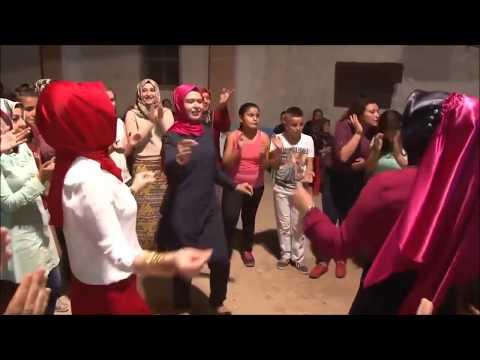 Kırmızılı Bayana Dikkat !! Muhteşem oynuyor Ayancık Eymeleri