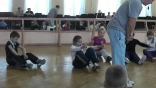 урок физкультуры в 1 классе