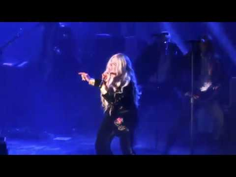Kesha - Woman (Live Chicago)