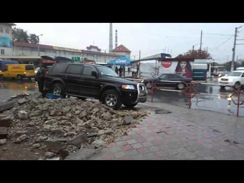 """'Producătorul"""" PAJERO CNJ 229. Afumături vândute la colț de stradă în condiții dezastruoase"""