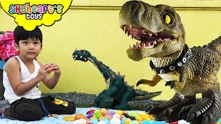 Picnic with our PET DINOSAURS - Playtime in Park with Jurassic World dinosaur toys for kids