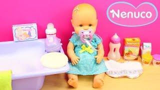 Baúl de la Bebé NENUCO con accesorios | La bebé Nenuco come papilla y se da un baño de burbujas thumbnail