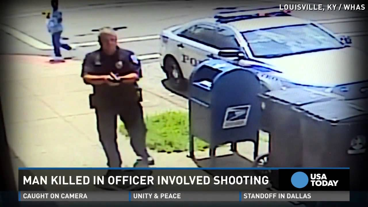 Man attacks cop with flagpole, gets killed - YouTube