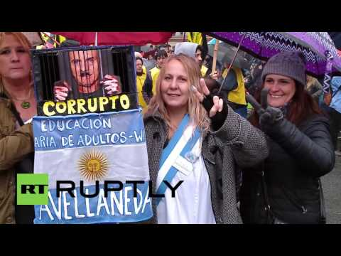 Argentina: Thousands protest Macri's veto against anti-layoff laws