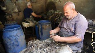 «خميس» و«رمضان».. ٥٠ سنة شغل في شعر جلد «الجاموس» والمهنة: «البقاء لله»
