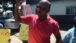 Goianenses protestam pela falta d´água   Parte2