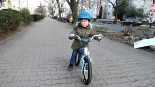 Maya und Laufrad 第一次试车BMW kidsbike(24 02 2011., 2011-03-24T18:27:18.000Z)