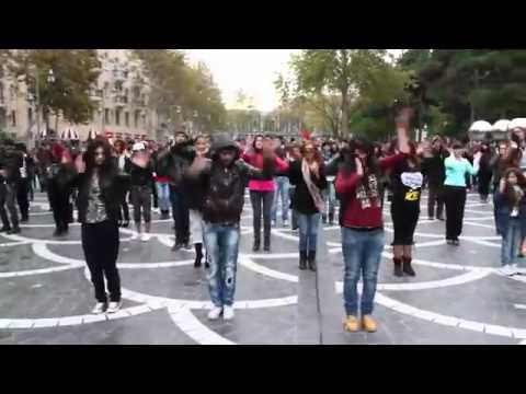Танец на улицах Баку (классно танцуют) | MADAGASCAR Flashmob