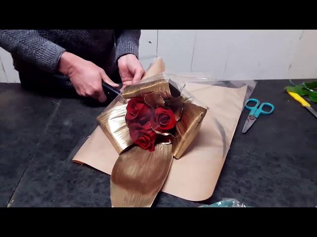 Come realizzare un bouquet di rose rosse dorate