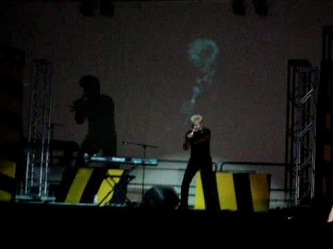 Vic Mignogna sings live at Ohayocon 2009!