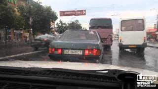 Непогода парализовала движение в центре Кривого Рога | 1kr.ua(, 2013-06-05T07:13:13.000Z)
