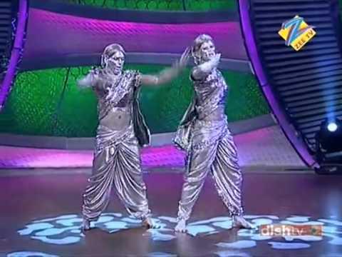 Prithvi and Vivek performing on Waajle Ki Baara   Dance India Dance