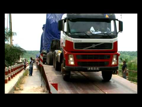 Heavy Equipment Transport in Angola 2011-02-04