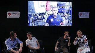 بالفيديو: الرائد البريطاني تيم بيك ينهي ماراتون لندن من الفضاء
