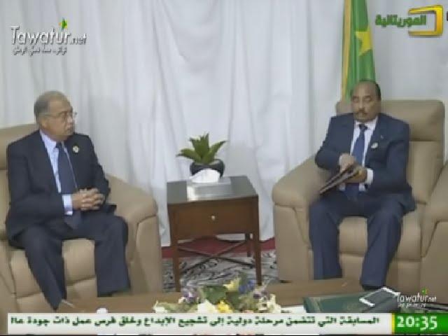 ولد عبد العزيز يجري مباحثات مع رئيس مجلس الوزراء المصري - قمة انواكشوط
