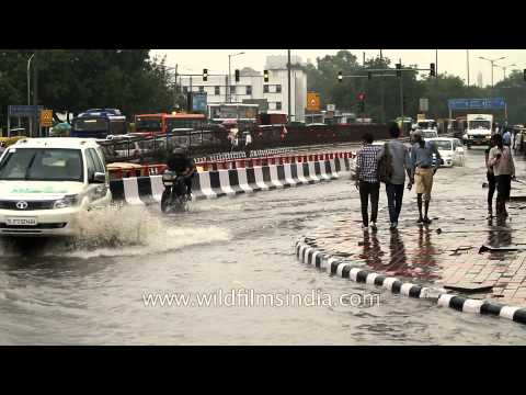 Heavy downpour causes waterlogging in many areas of Delhi