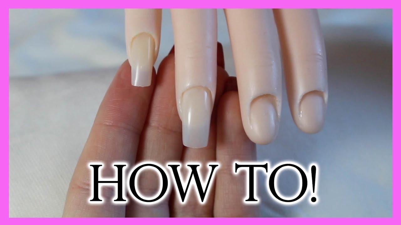 hur får man bort nagellim från naglarna