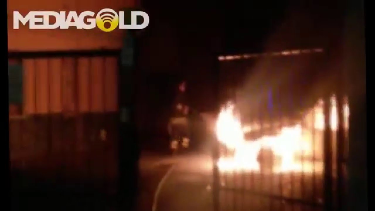 Auto in fiamme a Loano: video #1