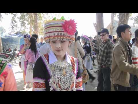 ZUAG LAUJ NEW YEAR 2013 LAV 52 - HMONG SINGER ARTIST...SHE LIVES IN LAOS