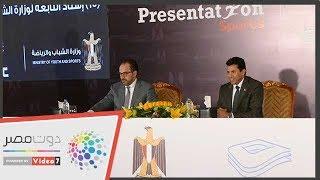 """وزير الرياضة يوقع بروتوكولا مع """"استادات"""" لتطوير 15 ملعبًا"""