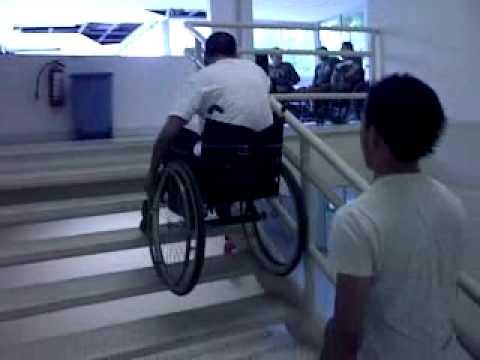 silla de ruedas que baja escaleras