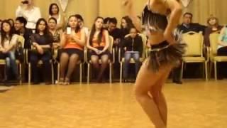 vidmo org krasivaya devushka tancuet pro Bachatu 480