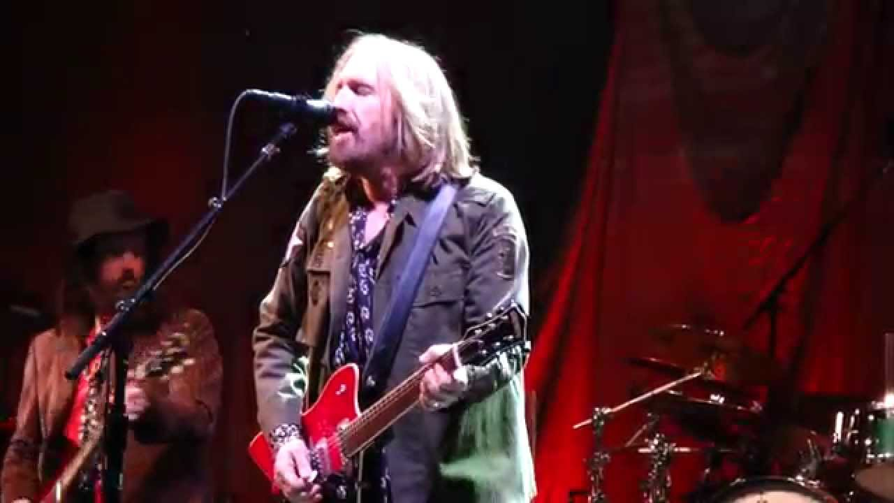 Tom Petty, a Mainstay of Rock With the Heartbreakers, Dies at 66