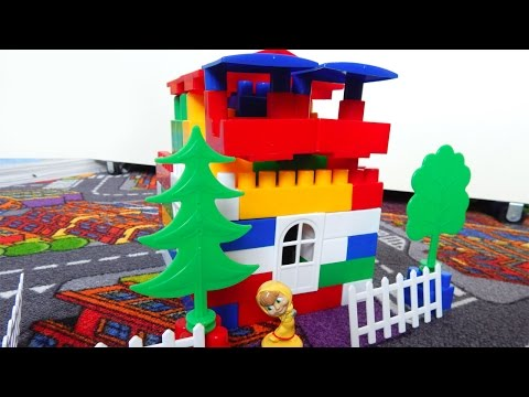 видео: Строим дом из конструктора - развивающие игрушки для детей