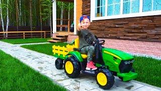 سينيا تشتري سيارات جديدة وتختار جرافة جرار للأطفال