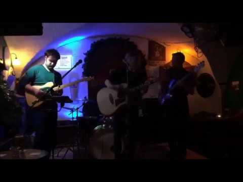 Jules & The Handsome - Glory Box (Portishead) live at the Irish Pub open stage