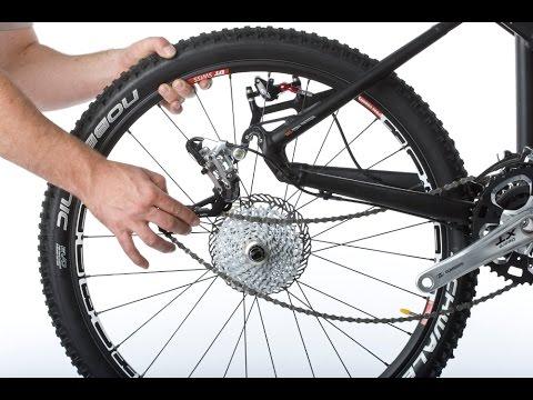 Как снять заднее колесо велосипеда - YouTube