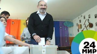 Пашинян вместе с дочерью в числе первых пришел на выборы в Ереване - МИР 24