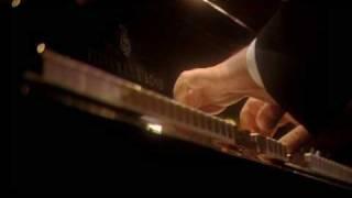 DANIEL BARENBOIM-BEETHOVEN'S SONATA Nº 10 G major Op. 14 Nº2 2ND mvt