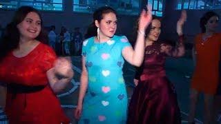 Танцы-батлы на выпускном. Дети против родителей