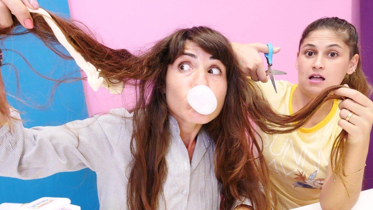 Ümit'in saçlarına sakız yapışıyor! Ayşe ile kuaför oyunu. Kız videoları