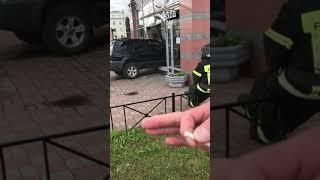 iVBG.ru: водитель воспринял самовывоз буквально и въехал в кафе в Петербурге
